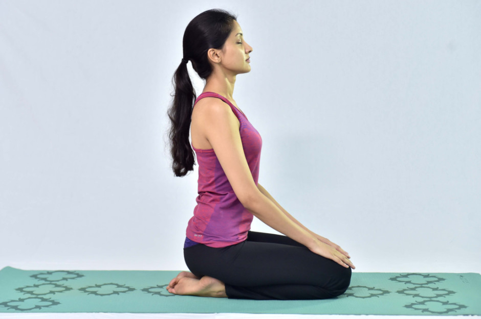 How to Practice Vajrasana And What Are Its Benefits